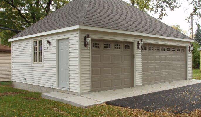a well shingled garage